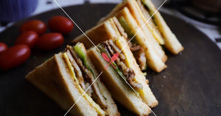 限時開放:【拌醬豬排蛋三明治】早上早起15分鐘,拌醬預醃肉片加煎烤,就能輕鬆完成!